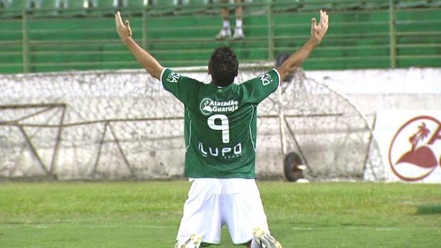 Schwenck comemora gol pelo Guarani (Foto: Reprodução EPTV)