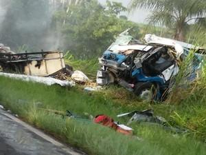 Colisão envolveu dois caminhões em Dracena (Foto: Edmar Alves de Macedo/Cedida)