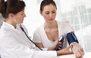 Pressão alta: exame de sangue simples e barato pode salvar milhões de vidas