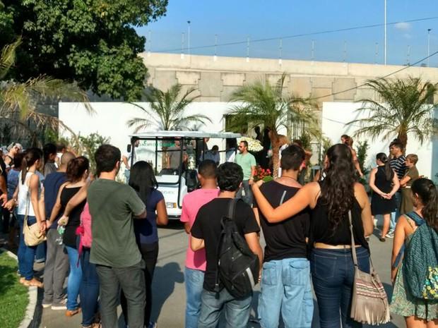 Menina morta na Tijuca é velada no Cemitério Jardim da Saudade (Foto: Nicolás Satriano/G1)