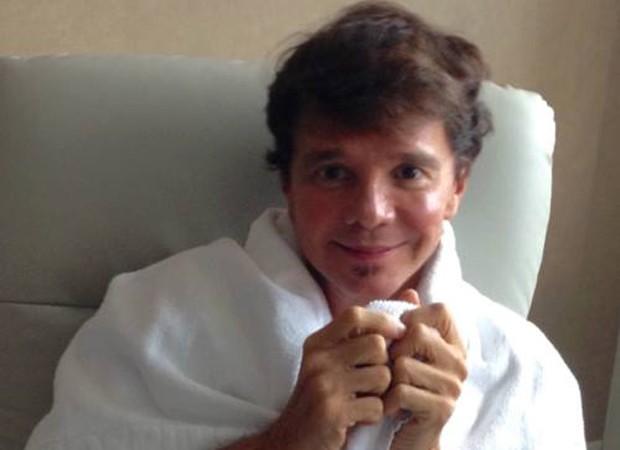 Netinho posta foto em hospital após exame (Foto: Reprodução/Facebook)