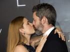Amy Adams troca beijos com o marido em première de 'A chegada'
