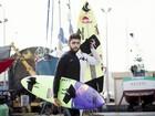 Pedro Scooby dá aulas de Stand Up Paddle na Baixada Santista