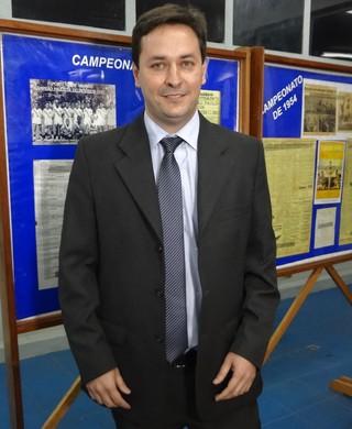 presidente Hélio Marcondes Taubaté (Foto: Filipe Rodrigues)