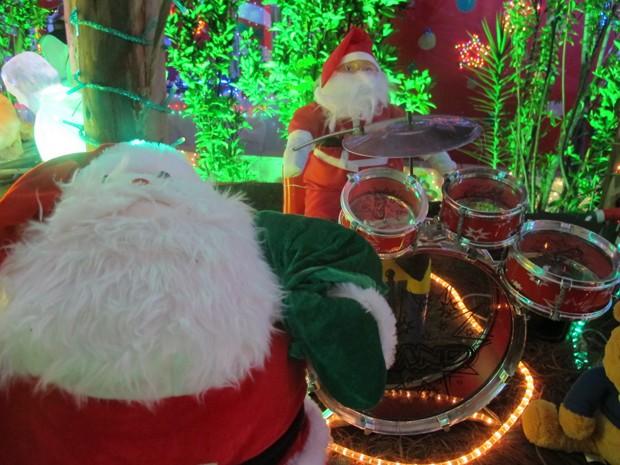 Casa na Zona Norte é decorada para o Natal há cerca de 10 anos  (Foto: Paulo Piza/ G1)