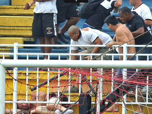 Torcedores foram identificados por imagens feitas na Arena Joinville (Foto: Geraldo Bubniak/Agência Estado)
