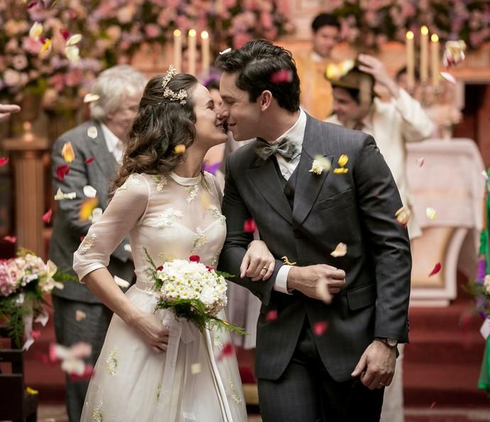 Maria e Celso saem da igreja casados (Foto: Isabella Pinheiro/Gshow)