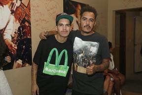 Marcelo D2 com o filho Stephan em bastidores de show no Rio (Foto: Roberto Filho/ Ag. News)