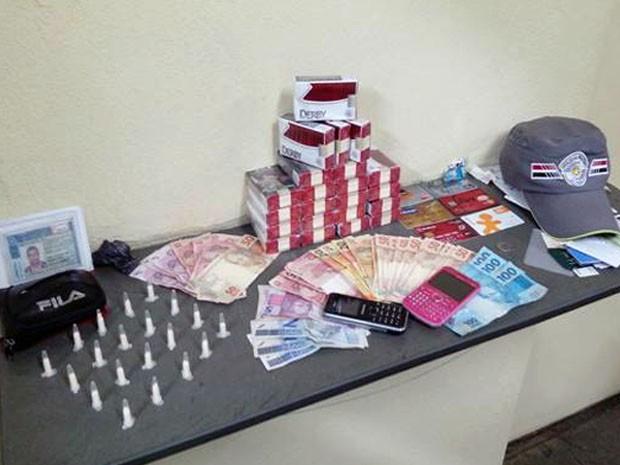 Homem é preso por tráfico de drogas em Guaratinguetá (Foto: Divulgação/ PM)