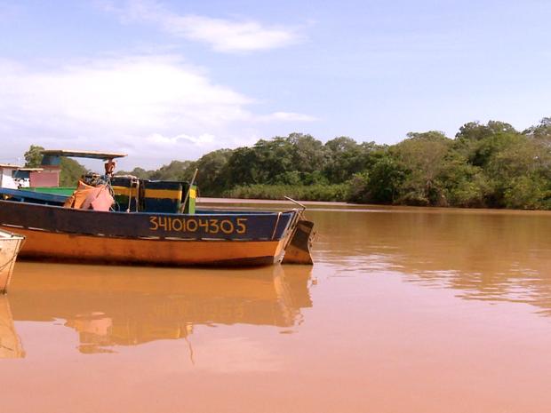 Pesca na Foz do Rio Doce está proibida (Foto: Reprodução/ TV Gazeta)