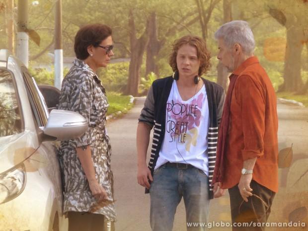 Será que ele vai descobrir o romance secreto? (Foto: TV Globo/ Saramandaia)