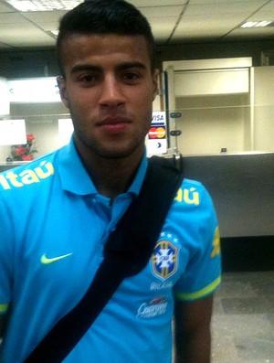rafinha seleção brasileira sub 20 embarque (Foto: Marcelo Baltar / Globoesporte.com)