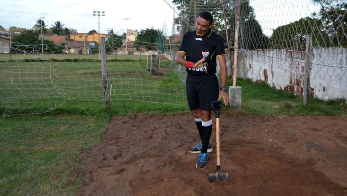 árbitro coveiro (Foto: Klênyo Galvão/GloboEsporte.com)