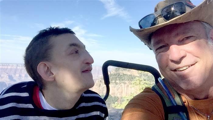 Dallan e o pai, Chad (Foto: Reprodução Facebook)