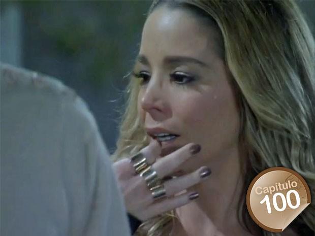 Amarilys fica tensa com a chegada de Niko (Foto: Amor à Vida/TV Globo)