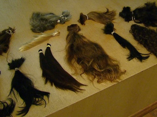 Mulheres de Araraquara, SP, cortam cabelo para doar a quem tem câncer (Foto: Felipe Lazarotto/ EPTV)
