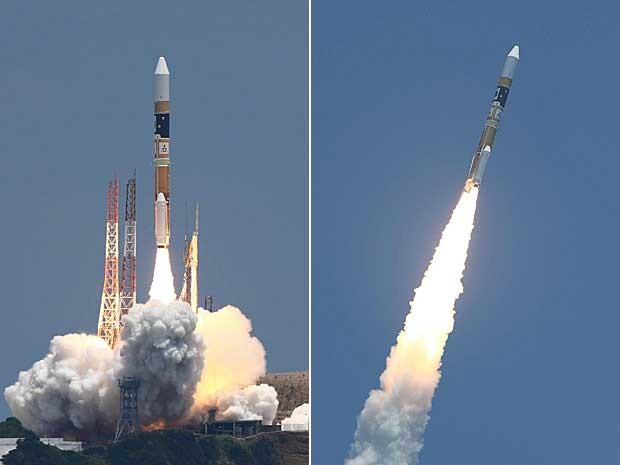 Um foguete japonês do tipo H-2A decolou neste sábado (24) do sul do arquipélago, para pôr em órbita um satélite de observação de catástrofes naturais, de acordo com imagens transmitidas ao vivo pela Agência Japonesa de Exploração Espacial (Jaxa). O foguete partiu para o espaço no início da tarde (0h de Brasília), da base sul de Tanegashima. (Foto: AFP Photo)