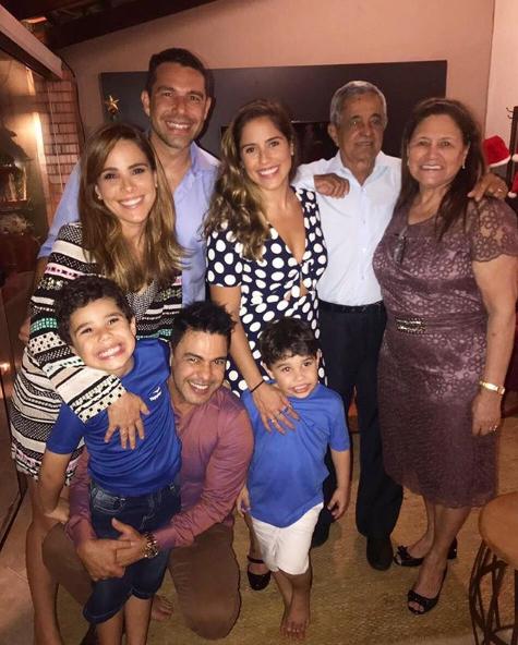 Zezé DiCamargo com a família em Goiânia (Foto: Reprodução/Instagram)
