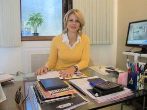 A diretora da escola fala sobre o sistema (Foto: Mariane Rossi/G1)