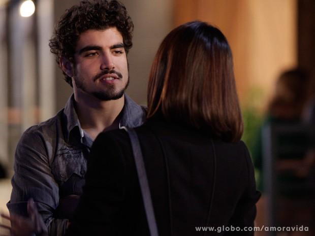 Michel avisa que não quer mais nada com Sílvia (Foto: Amor à Vida / TV Globo)