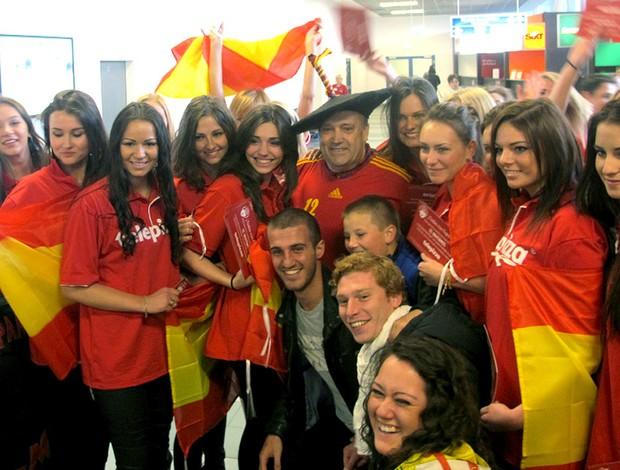 Torcedor símbolo da Espanha com polonesas na Euro (Foto: Victor Canedo / Globoesporte.com)