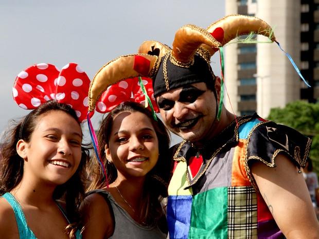 Foliões durante desfile do Pacotão no carnaval 2015 (Foto: Vianey Bentes/TV Globo)