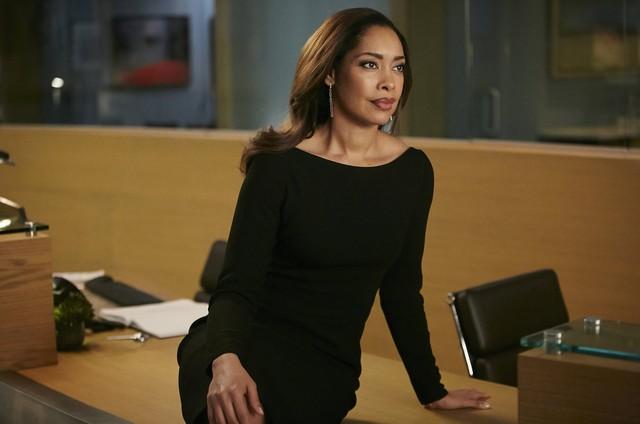 Gina Torres em 'Suits' (Foto: Reprodução)