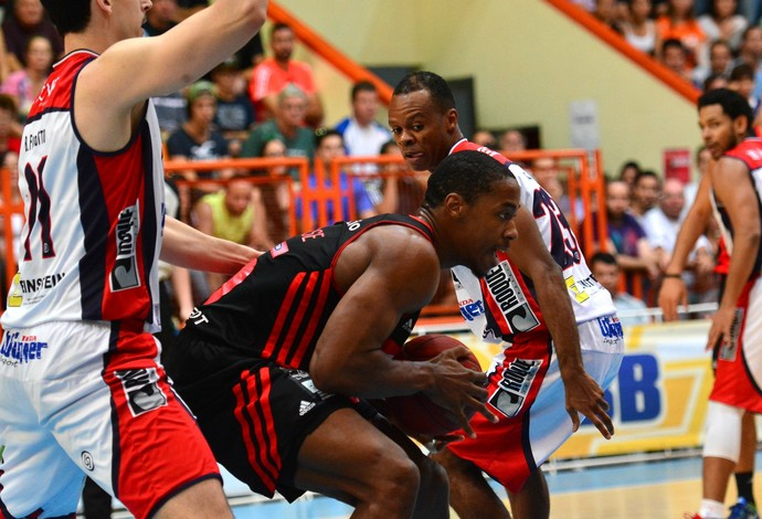 Flamengo X Limeira- semifinal NBB (Foto: Luiz Pires/LNB)