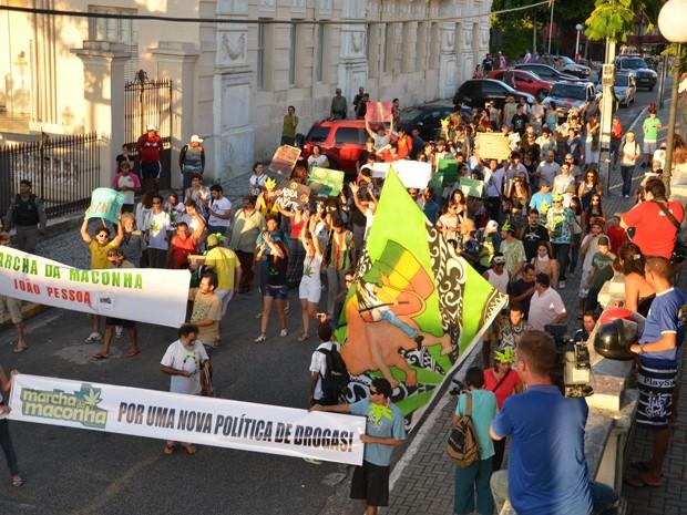 Manifestantes marcharam da Praça dos Três Poderes até a Anthenor Navarro (Foto: Walter Paparazzo/G1)