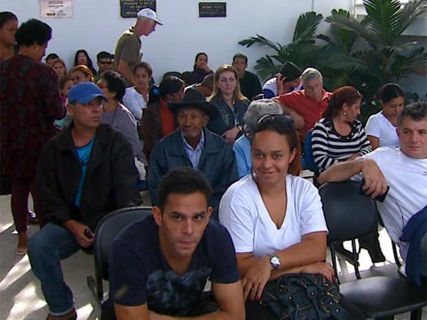 Pacientes aguardam por atendimento em UPA de São Carlos (Foto: Reprodução/EPTV)