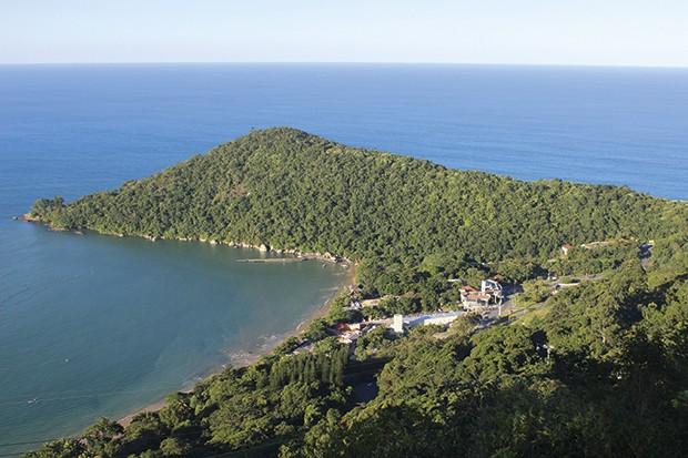 Vista área da praia de laranjeiras, última parada do bondinho.  (Foto: Divulgação)