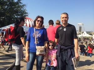 Roberto Oliveira levou a filha pela primeira vez à Expointer (Foto: Estêvão Pires/G1)