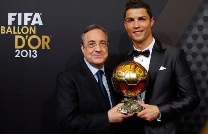 Cristiano Ronaldo e Florentino Perez com a Bola de Ouro (Foto: Site oficial do Real Madrid)