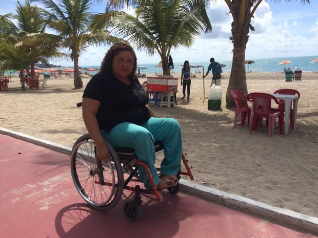 Rosiana Alves diz que nem lembra a ultima vez que conseguiu tomar um banho de mar (Foto: Michelle Farias/G1)