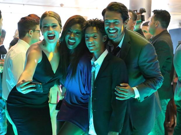 Alegria é o que não faltou nos bastidores (Foto: Carol Caminha/ Gshow)
