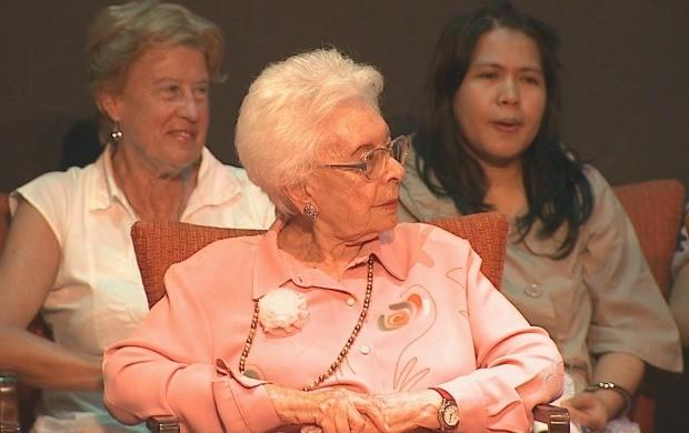 Clara Charf ,presidente da Associação de Mulheres pela Paz,lançou seu livro durante o evento. (Foto: Acre TV)
