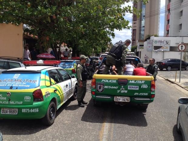 Nove pessoas do estado do Maranhão foram presas dentro do banco (Foto: Gil Oliveira G1)