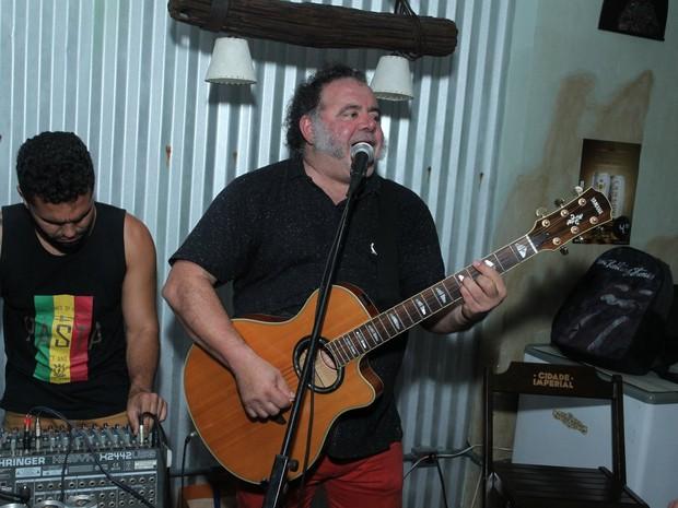 Leo Jaime em festa na Zona Oeste do Rio (Foto: Marcello Sá Barretto/ Ag. News)