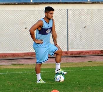 Léo, lateral-esquerdo Atlético-AC (Foto: Duaine Rodrigues)