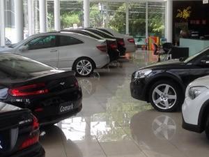loja de carros importados (Foto: Denis Marum/G1)