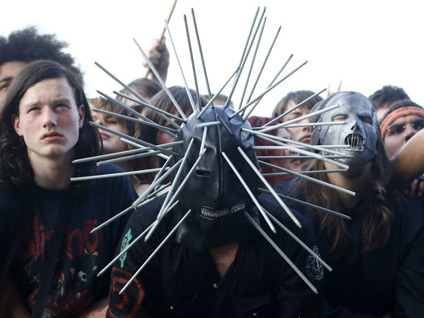 Fã durante o festival de rock pesado Download, na Inglaterra, nesta sexta-feira (14) (Foto: Reuters/Darren Staples)