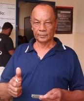 Eleitores votam pelo sistema biométrico (Marcio Venício/ TV Anhanguera)