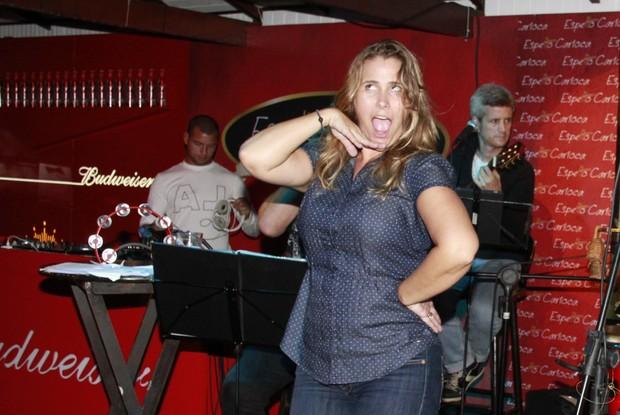 Andréia Sorvetão em festa em restaurante na Zona Oeste do Rio (Foto: Isac Luz/ EGO)