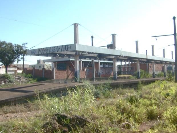 Estrutura do VLT de Campinas está abandonado há 20 anos (Foto: Reprodução/ EPTV)
