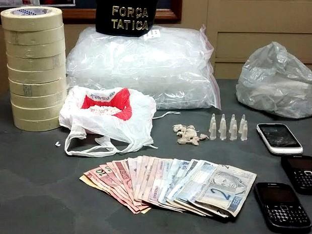 Drogas apreendias pela Força Tática de Porto Ferreira  (Foto: Osni Martins/Arquivo pessoal)