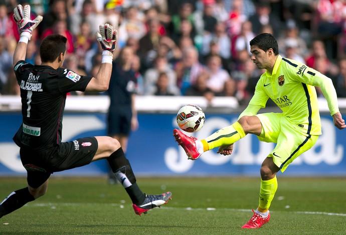 Luis Suarez Granada x Barcelona (Foto: AP)