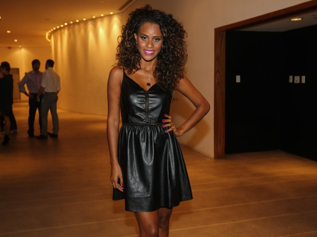 Aline Wirley em pré-estreia de musical em São Paulo (Foto: Manuela Scarpa e Cláudio Augusto/ Foto Rio News)