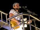 Bell Marques, do Chiclete com Banana, festeja seus 61 anos no trio