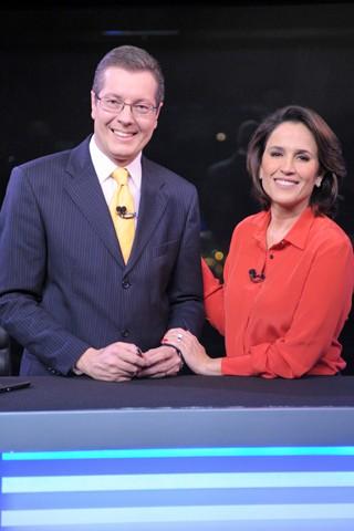Márcio Gomes dá boas-vindas à Ana Luiza Guimarães na segunda edição do RJ TV (Foto: João Cotta/Globo)