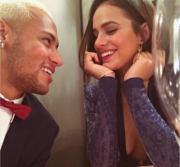 Neymar e Bruna Marquezine em foto compartilhada na web pela atriz antes de tornar seu Instagram como privado (Foto: Reprodução/Instagram)